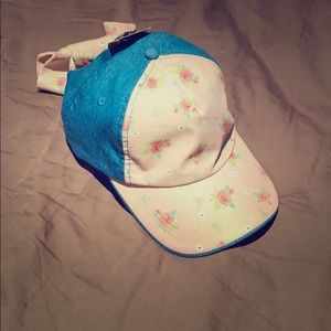 NWT guess hat. Girly and flirty